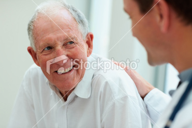 istockphoto_11047279-male-doctor-discussing-with-his-patient